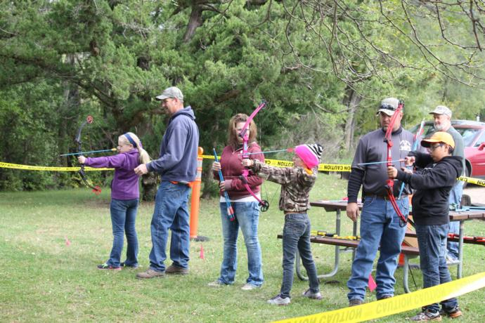 Sioux River Archery Club assisting young bow hunters